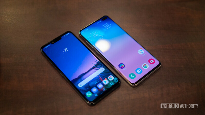 LG G8 ThinQ vs Samsung Galaxy S10 display