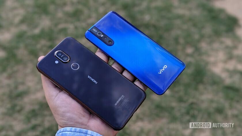 Vivo V15 Pro vs Nokia 8.1 rear
