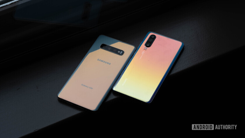 Huawei P30 back glare vs Samsung Galaxy S10 Plus (5 of 60)