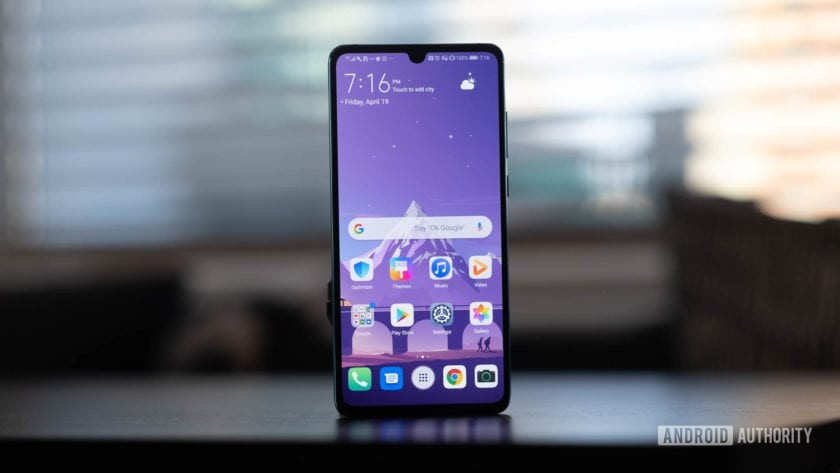 Huawei P30 screen on table, showing EMUI 9.1.