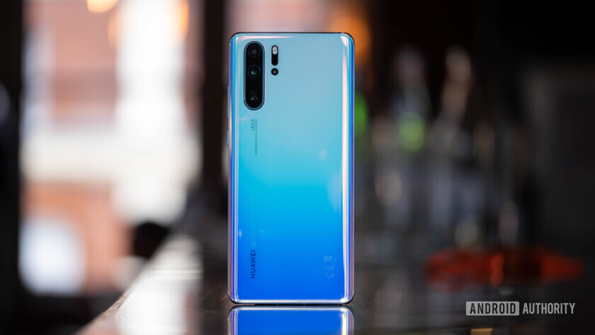 Huawei P30 Pro back standing up (37 of 60)