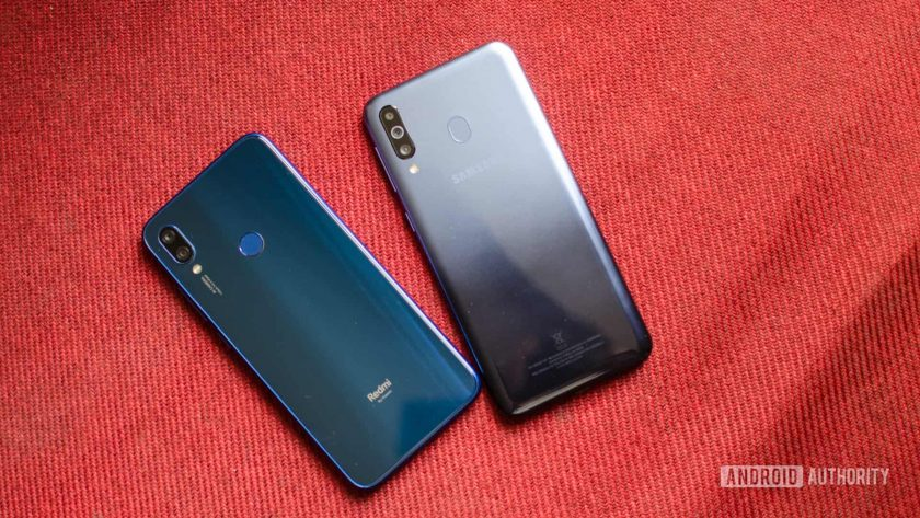 Redmi Note 7 vs Samsung Galaxy M30 back of the phones