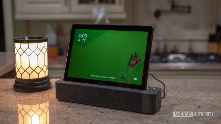 Lenovo Smart Tab P10 Docked Green Screen