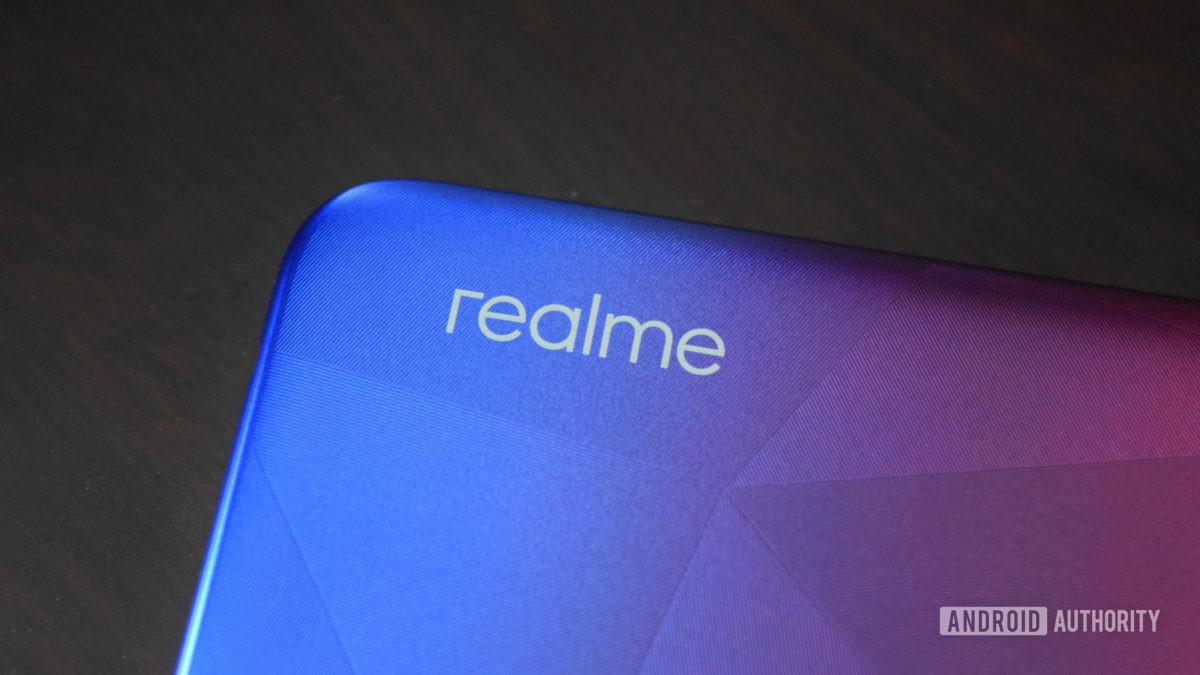 realme 3i review phone logo