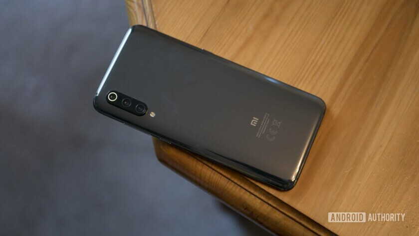 The Xiaomi Mi 9 packs wireless charging, but future flagships could offer reverse wireless charging.