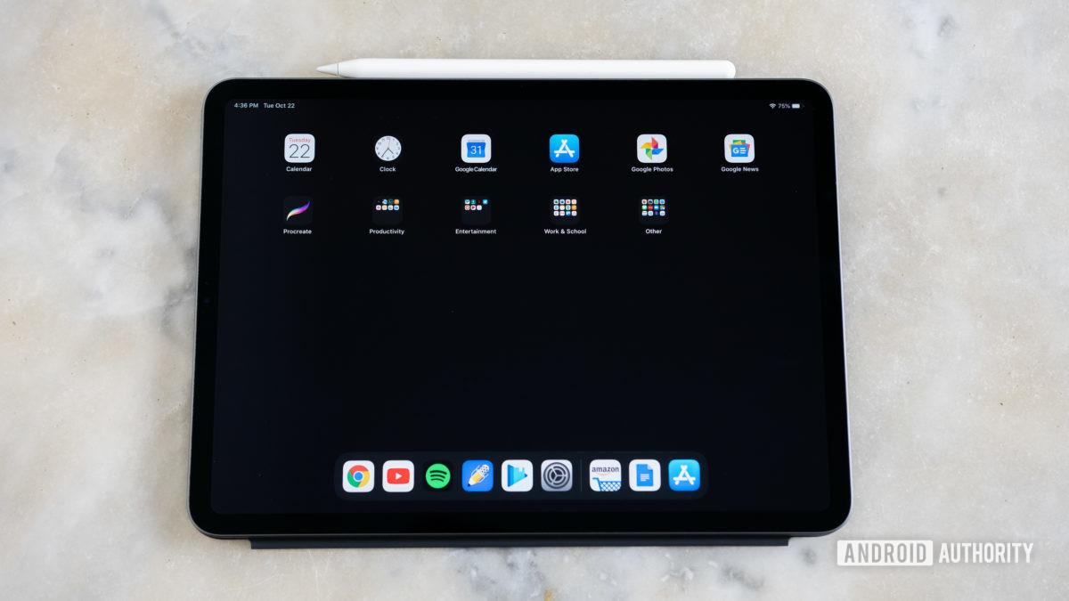 iPad Pro 9.7 homescreen showing apps