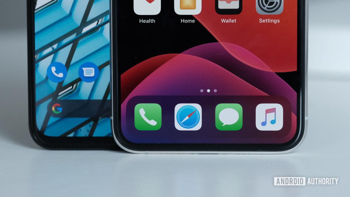 Pixel 4 XL vs iPhone 11 Pro Max bottom side
