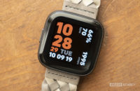 fitbit versa 2 review display watch face 6