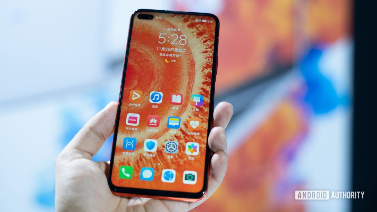 Honor View 30 in hand with display and punch hole camera 1