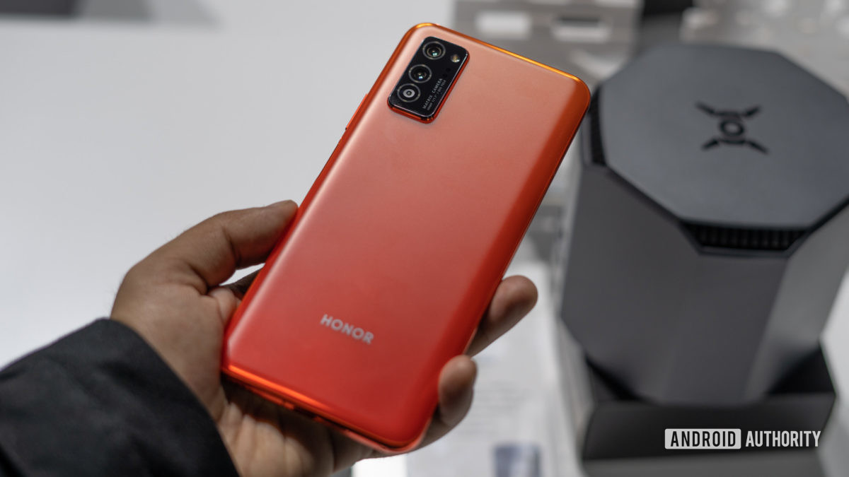 Honor View 30 in hand profile