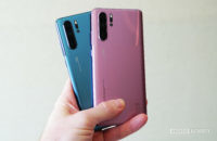 Huawei P30 Pro in misty blue misty lavender in hand