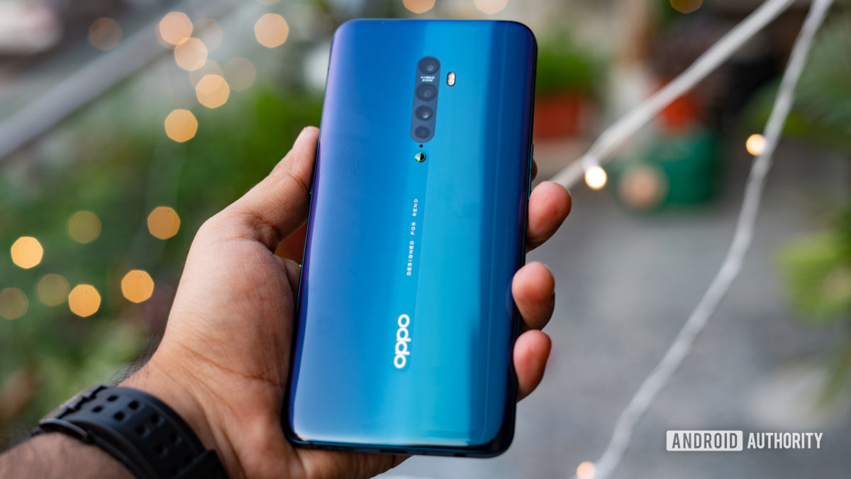 Oppo Reno 2 rear panel in hand