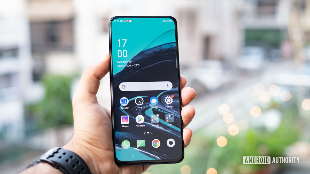 Oppo Reno 2 front of the phone in hand