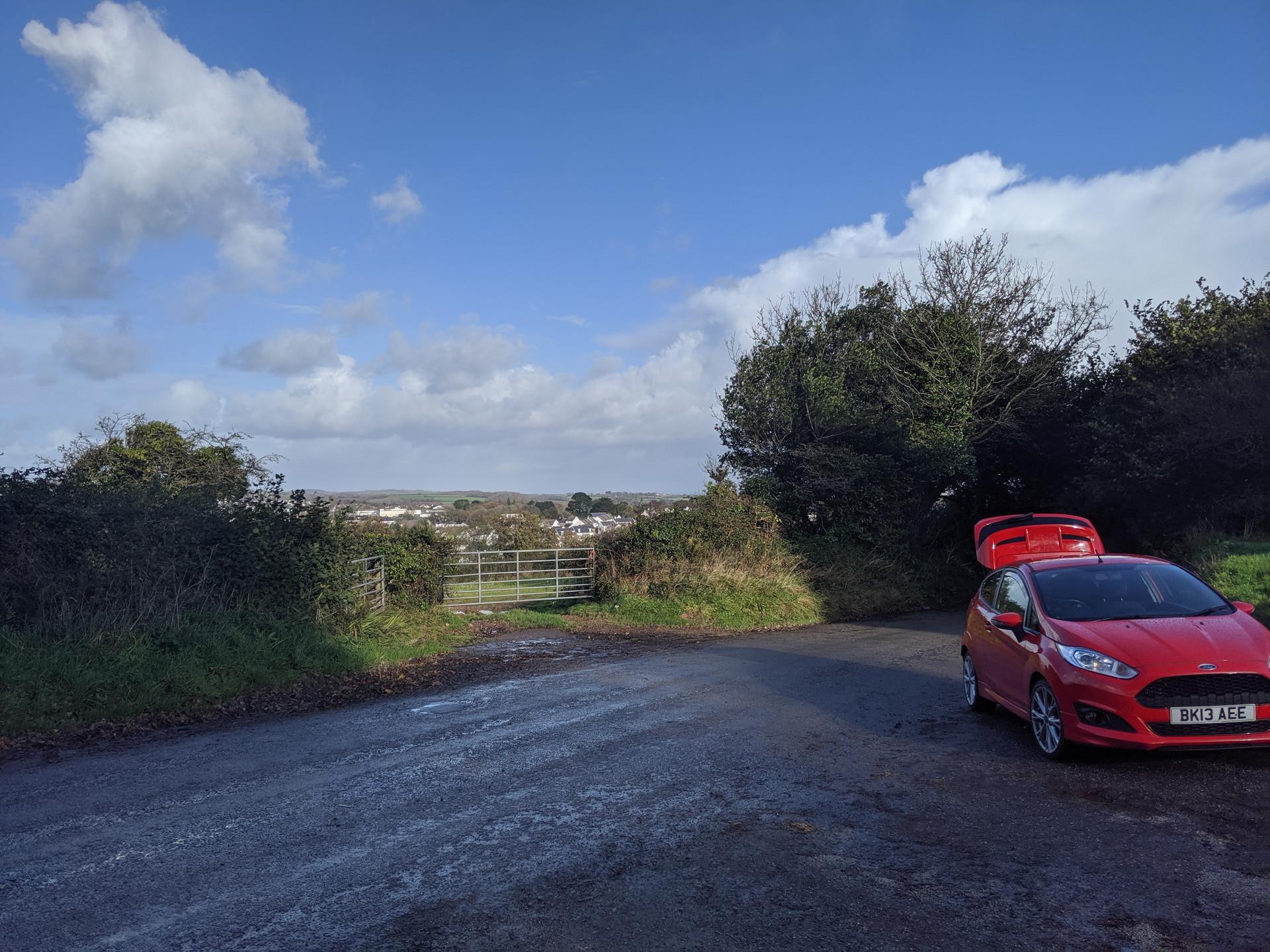 Pixel 3 XL test image back lane with Fiesta