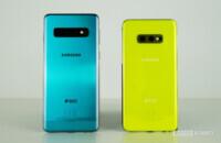 Samsung Galaxy S10 vs Samsung Galaxy S10e back - green, yellow
