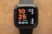 fitbit versa 2 review display watch face 3