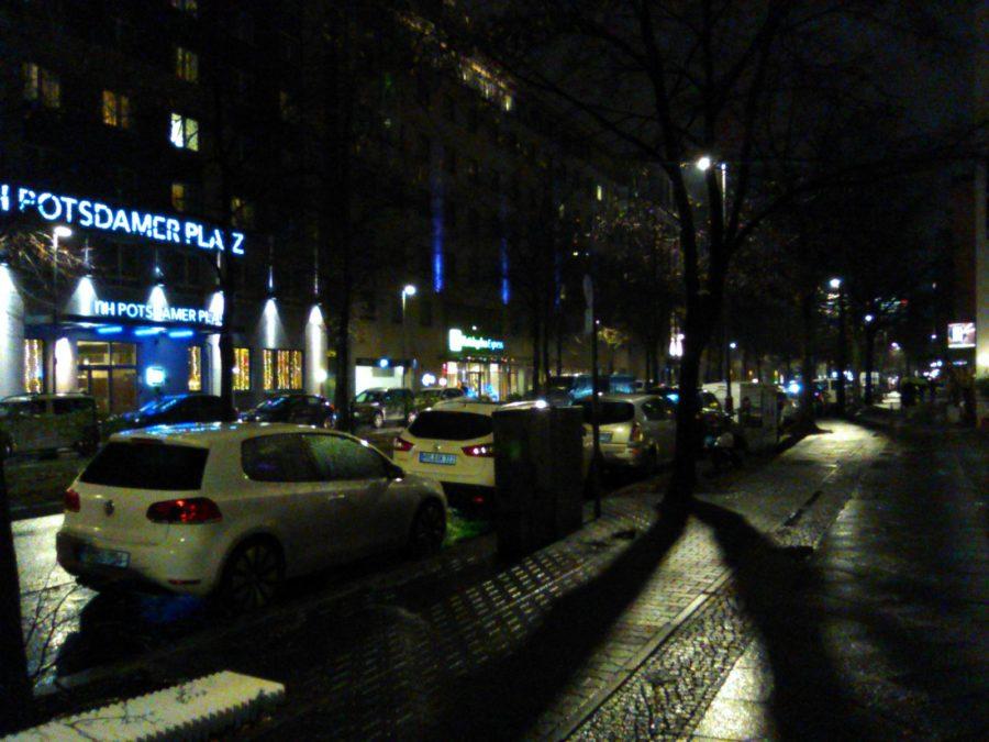 Nokia 800 Tough camera sample night scene