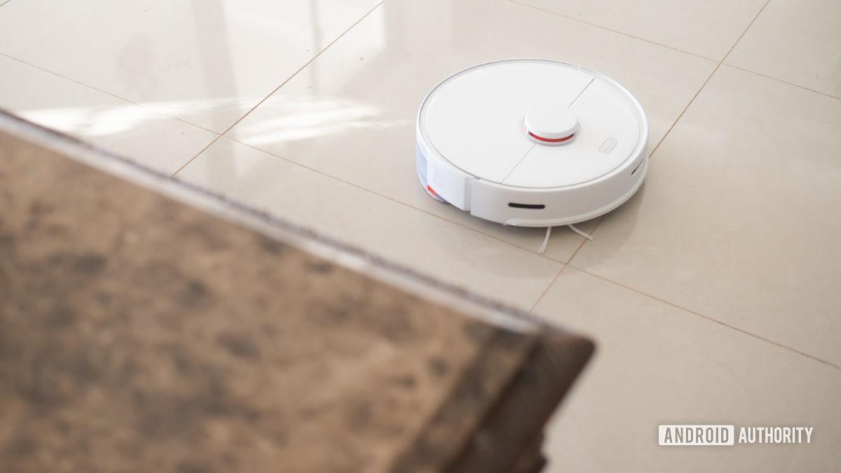 Roborock S5 Max robot vacuum cleaning floor 8