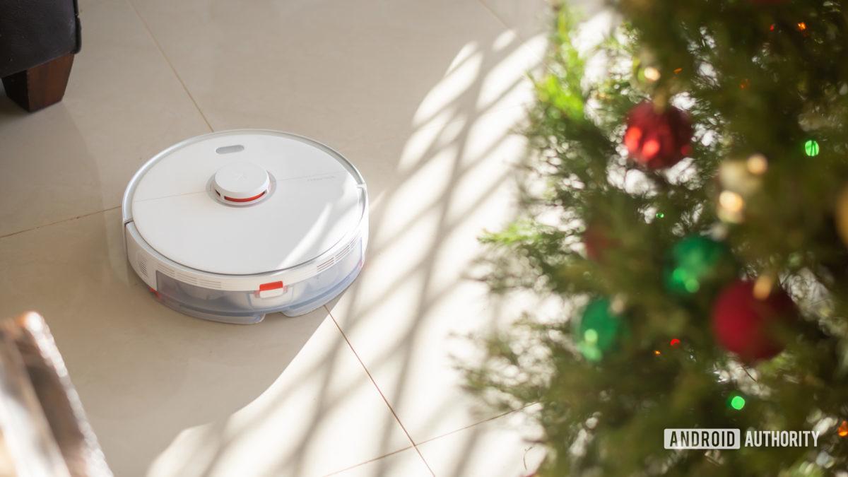 Roborock S5 Max robot vacuum cleaning living room 5