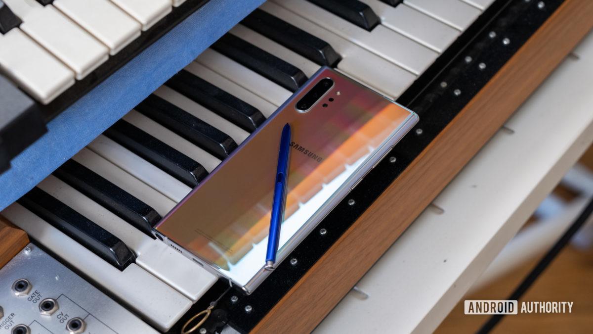 Samsung Galaxy Note 10 Plus back on piano - Samsung quiz