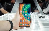 Huawei Mate 30 Pro home screen in hand