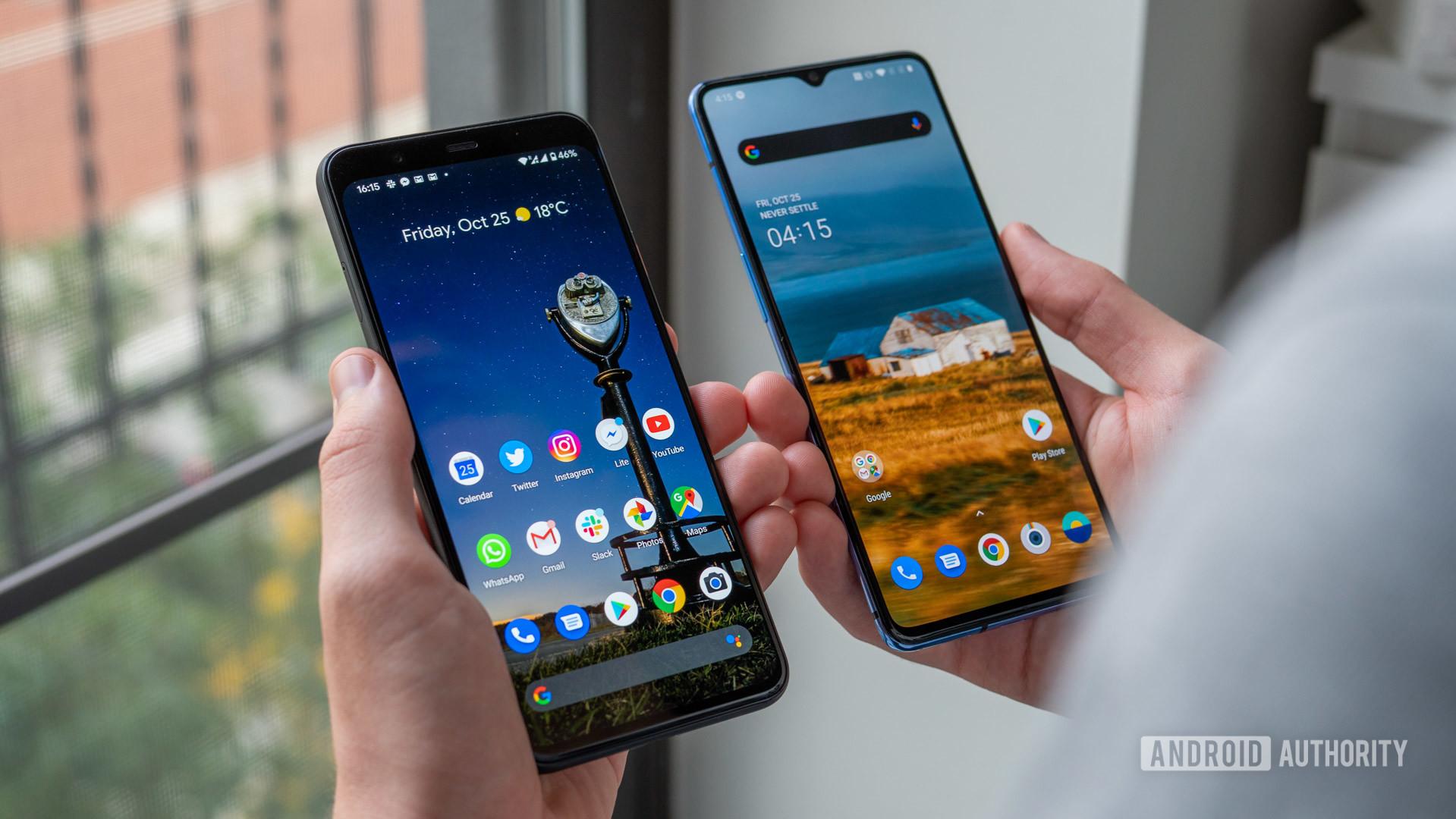 Google Pixel 4 XL vs OnePlus 7T home screen in hand
