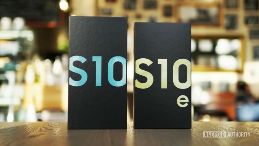Samsung Galaxy S10 vs S10e retail boxes