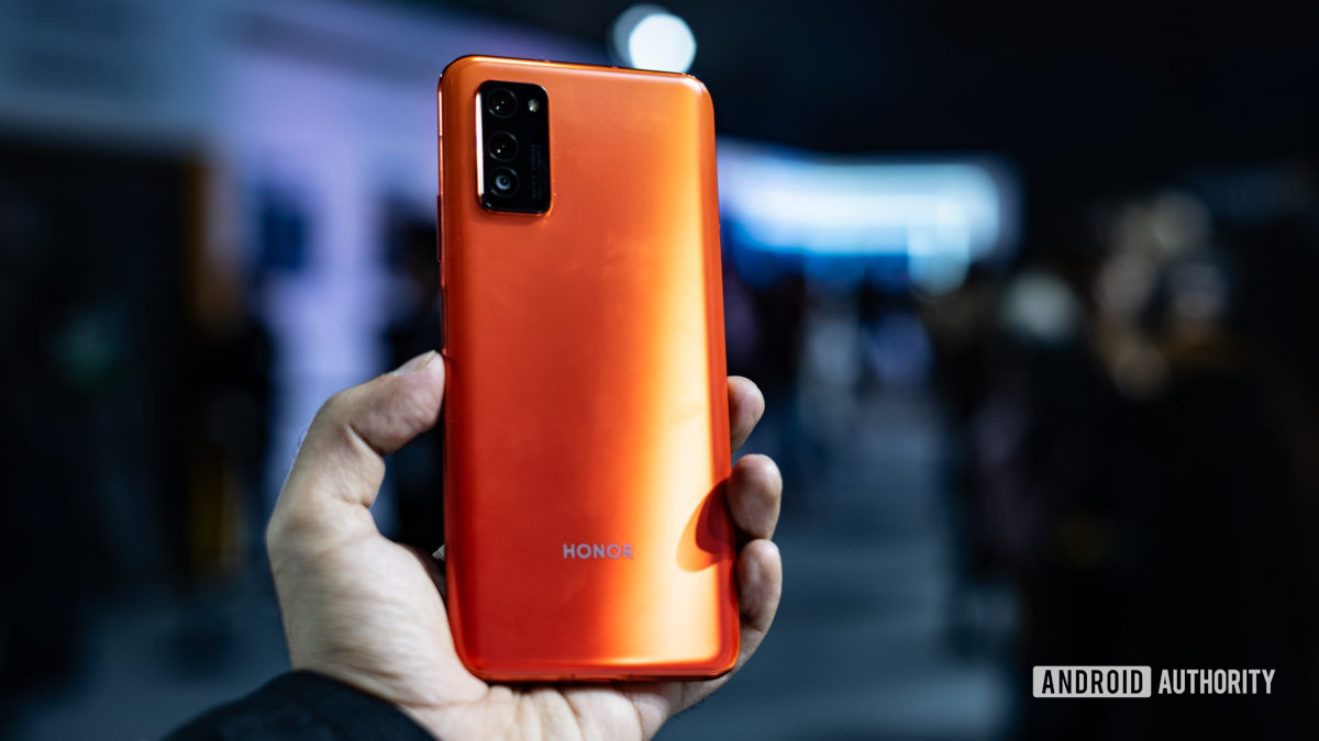 Honor View 30 in hand showing rear panel 2