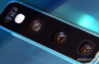 Samsung Galaxy S10 camera lenses close up
